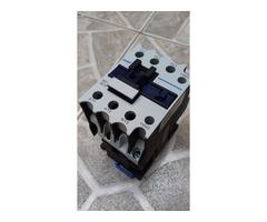 ReleContactor Mecánico, 32A A 110 Vac